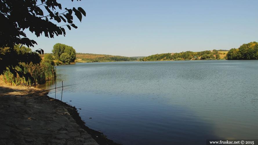 Weekend Breaks - Avantura na dva jezera u Erdeviku i degustacija u vinariji