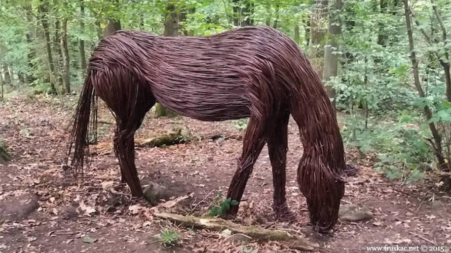 News - Bezvremene šumske skulpture od vrbe
