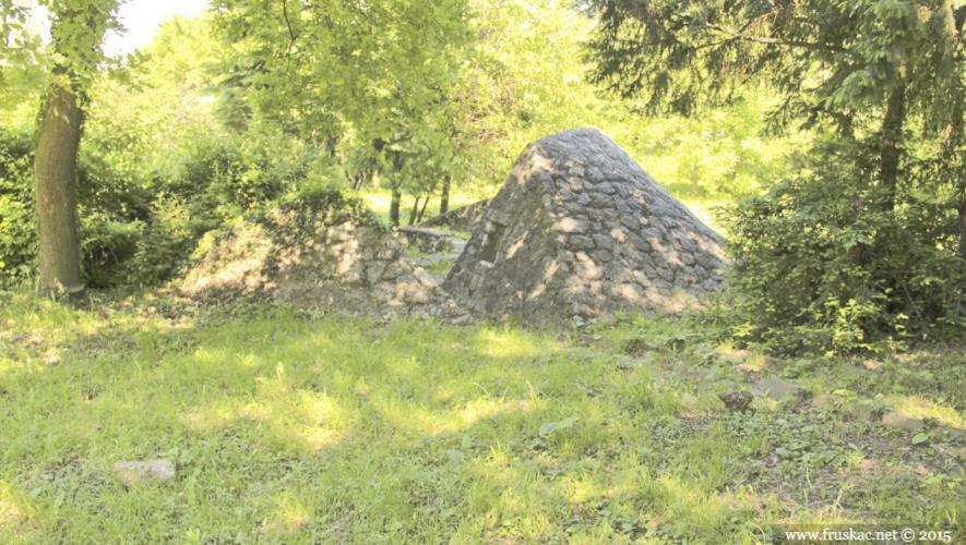 Monuments - Spomen-obeležje Rugovo